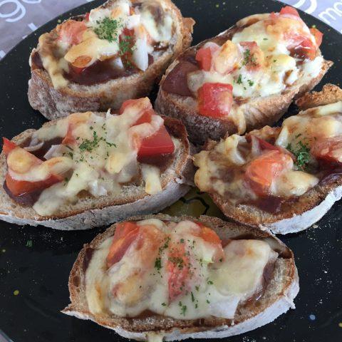 トマトチーズカレーパン!
